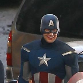 Os Vingadores - Fotos de Chris Evans com traje de Capitão América