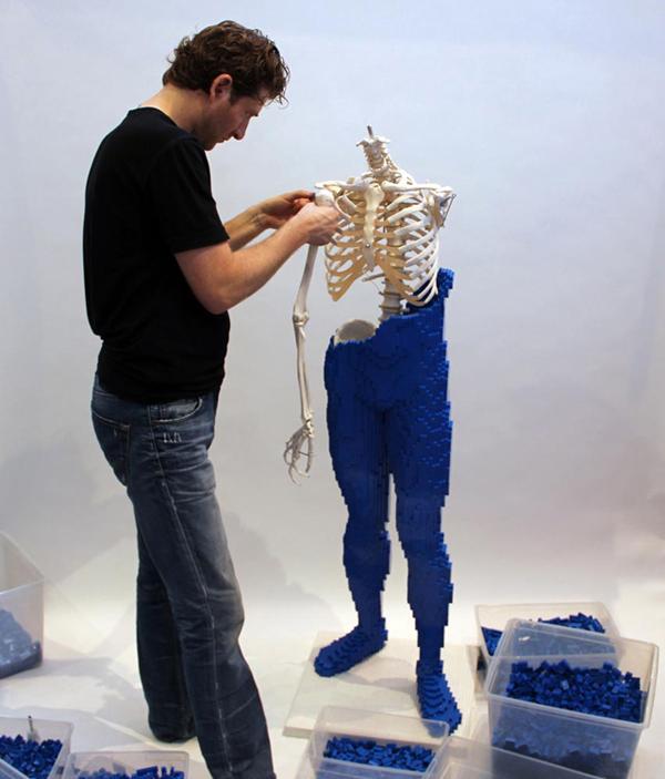 Esqueleto com Pele de LEGO! - Garotas Nerds