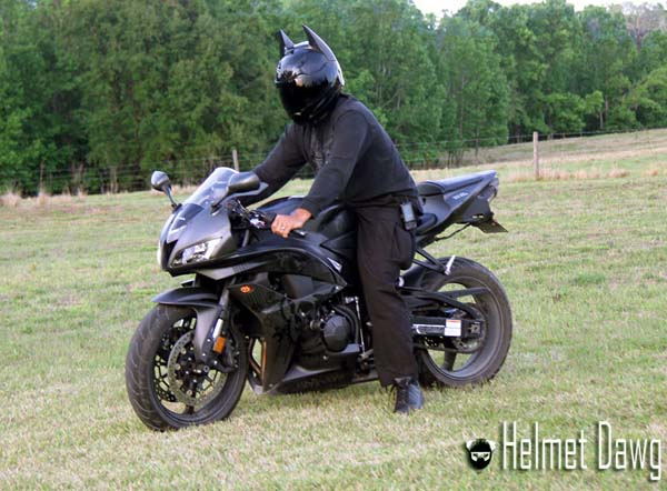 capacete de motociclista inspirado em batman. Black Bedroom Furniture Sets. Home Design Ideas