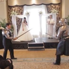 Casamento é interrompido por ninjas, Batman, Homem de Ferro e mais!