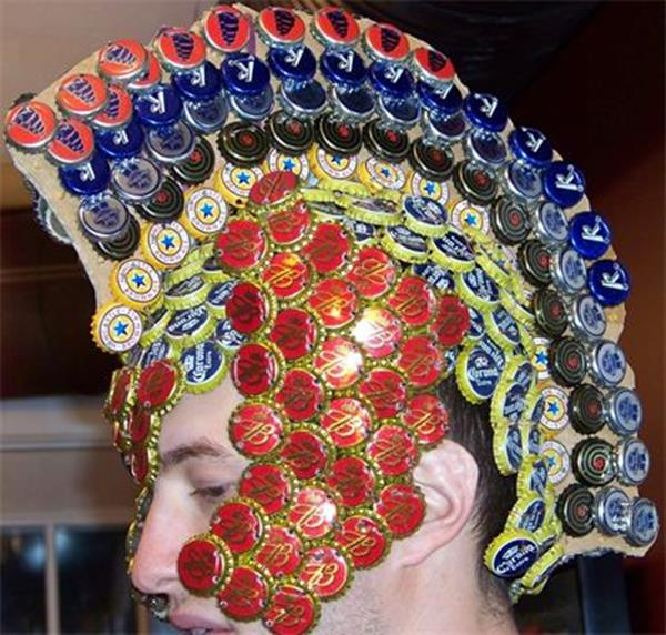Armadura feita de tampas de garrafa de cerveja