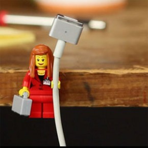 LEGO - Minifiguras viram suporte para cabos!