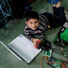 Garoto de 5 anos é qualificado para instalar e reparar o Windows