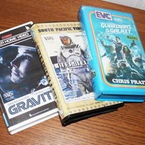 Filmes e séries atuais recriados com antigas capas de VHS