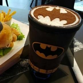 Cafeteria inspirada em heróis da DC Comics
