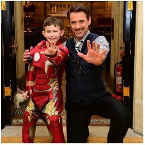 Robert Downey Jr. visita hospital infantil antes da premiere de Guerra Civil