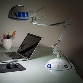 Luminária de mesa inspirada em R2-D2