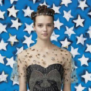 Valentino lança coleção inspirada em Mulher Maravilha