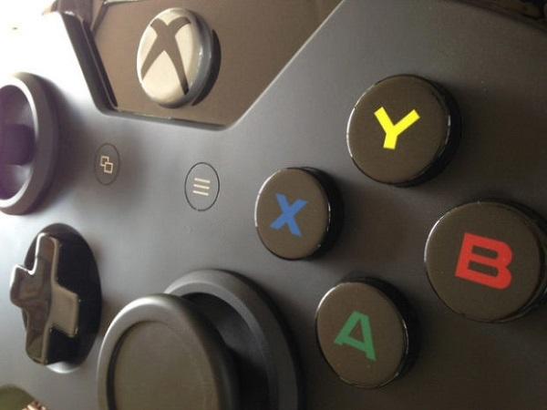 Mesa de centro em formato de controle do Xbox One