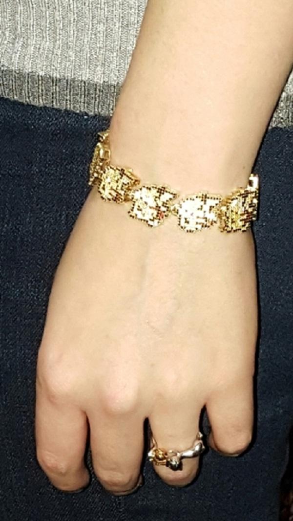 Bracelete de ouro e safira inspirado em Pikachu