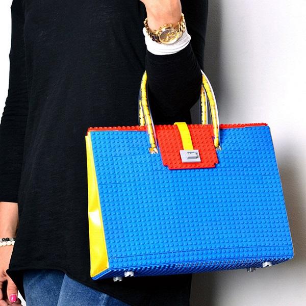 Loja polonesa cria bolsas com peças de LEGO