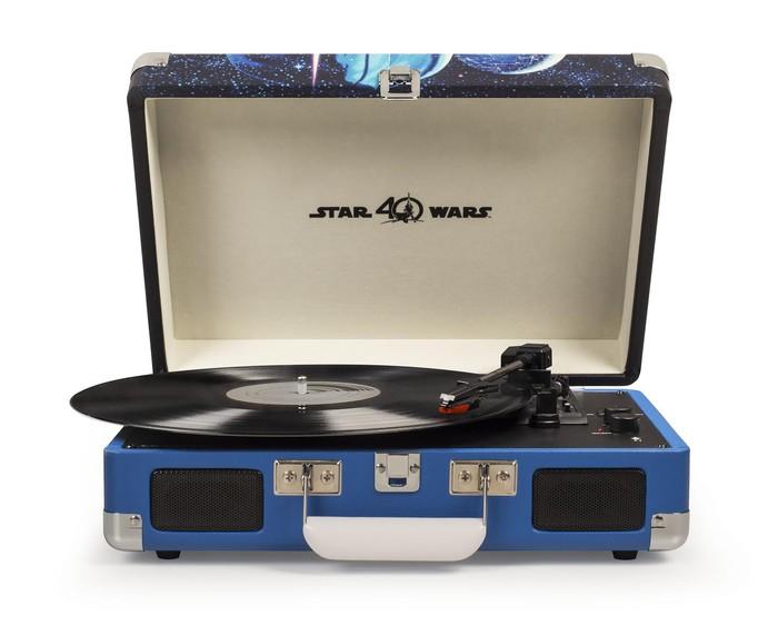 Crosley Radio lança toca discos Star Wars em comemoração ao 40º aniversário de Uma Nova Esperança
