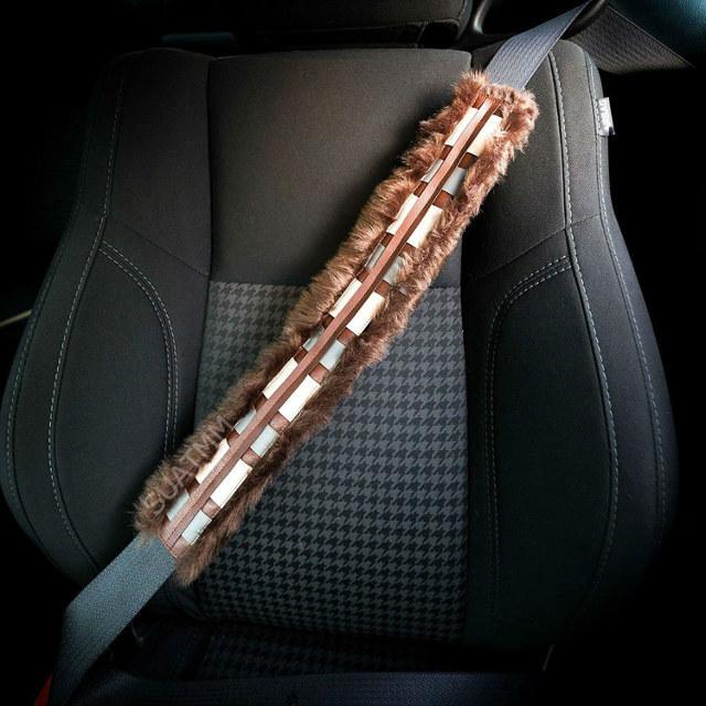 Capa para cinto de segurança transforma motorista em Chewbacca