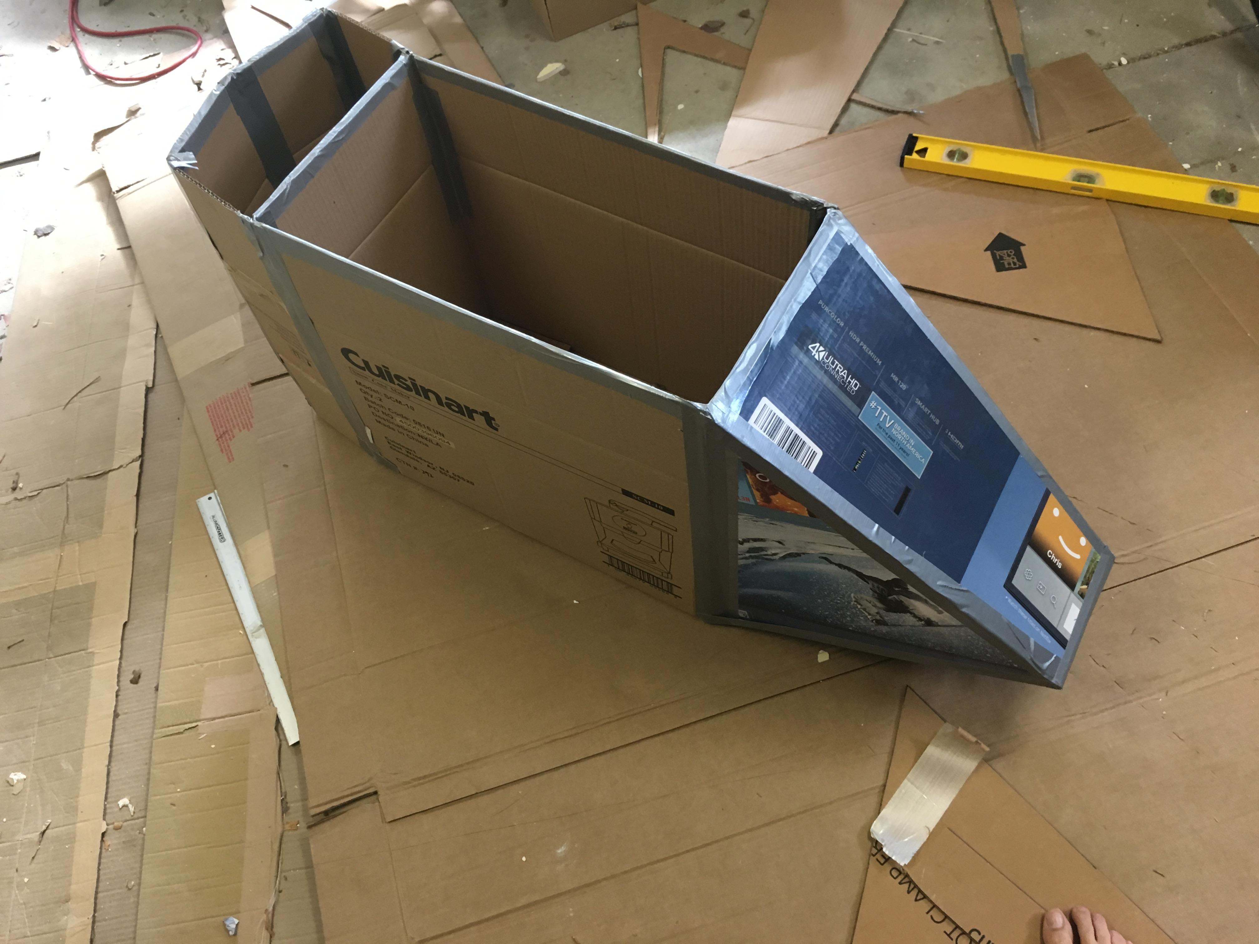 Pai constrói Snowspeeder para filha utilizando apenas caixas de papelão