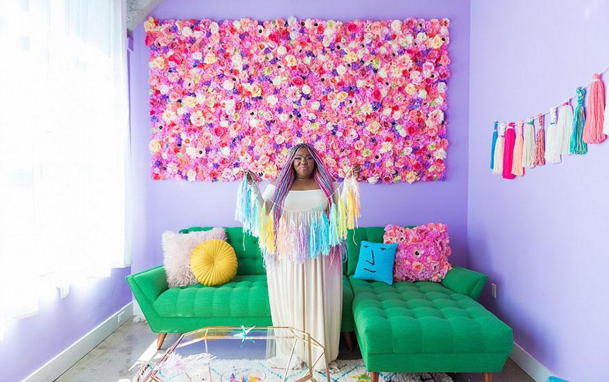 Designer Amina Mucciolo transforma apartamento em arco-íris