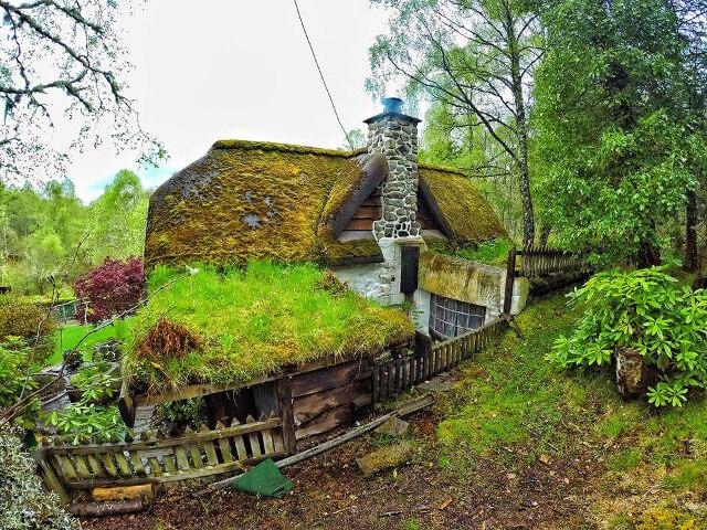 Fã de O Hobbit constrói casa no próprio quintal