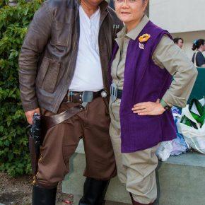 Casal aposentado faz sucesso criando cosplays!