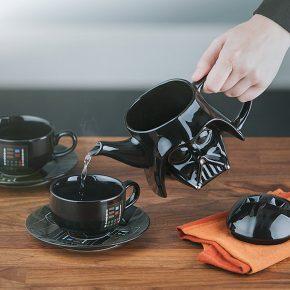 Aproveite seu chá como um verdadeiro Sith utilizando esse conjunto Darth Vader