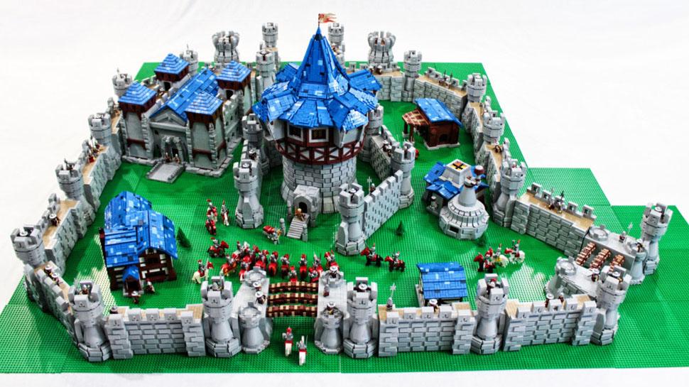 Fã recria castelo de Warcraft com 55.600 peças de LEGO