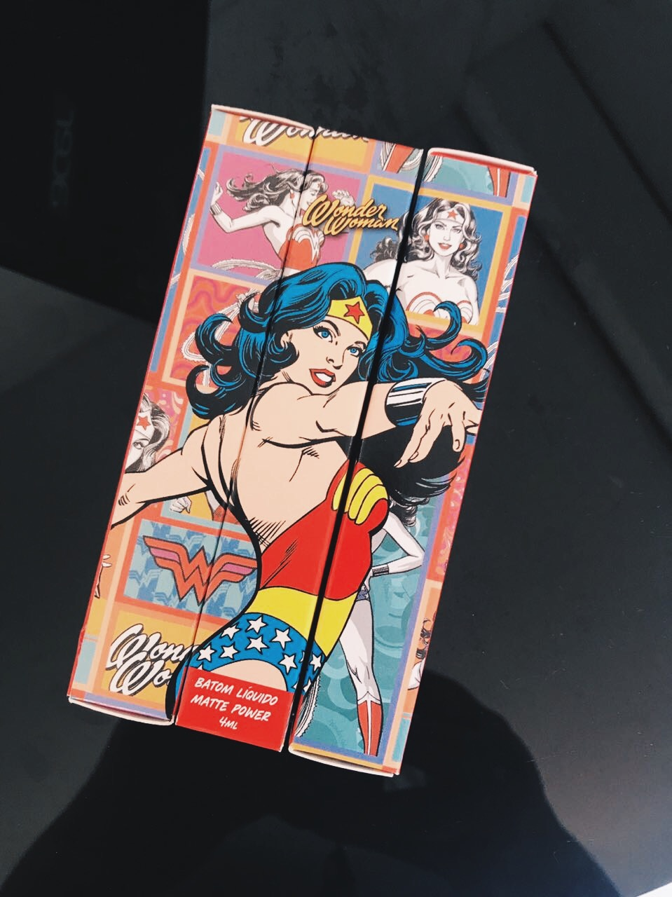 Coleção de batons líquidos Mulher Maravilha
