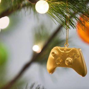 Microsoft presenteia com controle Xbox de ouro