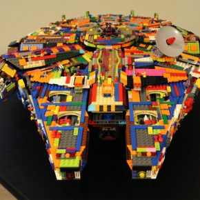 LEGO: Nave de Star Wars Millennium Falcon colorida!