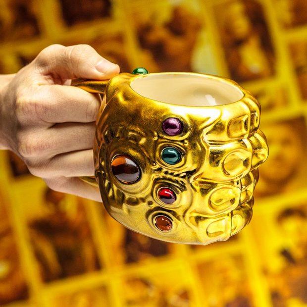 Caneca Manopla do Infinito: As jóias do infinito no seu café da manhã!
