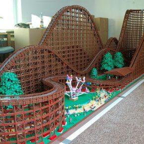 LEGO: Aproveite o passeio nessa montanha-russa de LEGO