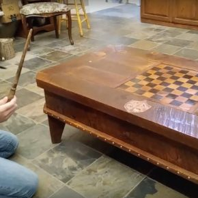 Marceneiro cria mesa de café mágica!