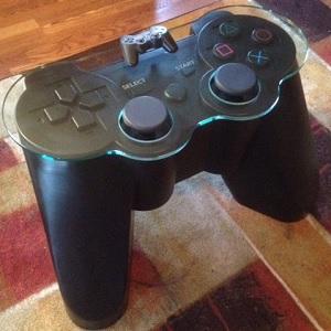 Mesa de centro inspirada em joystick do PlayStation | Garotas Nerds