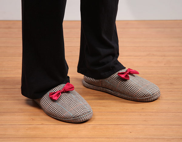 19e6_11th_doctor_mens_slippers_inuse