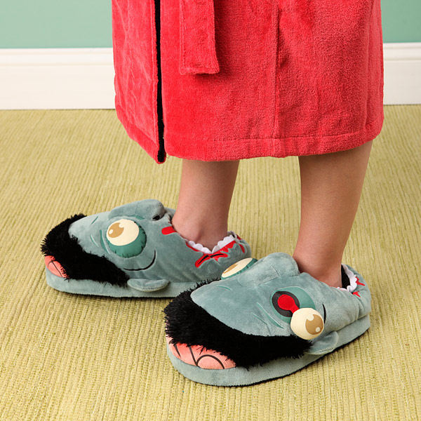 ea01_plush_zombie_slippers_inuse