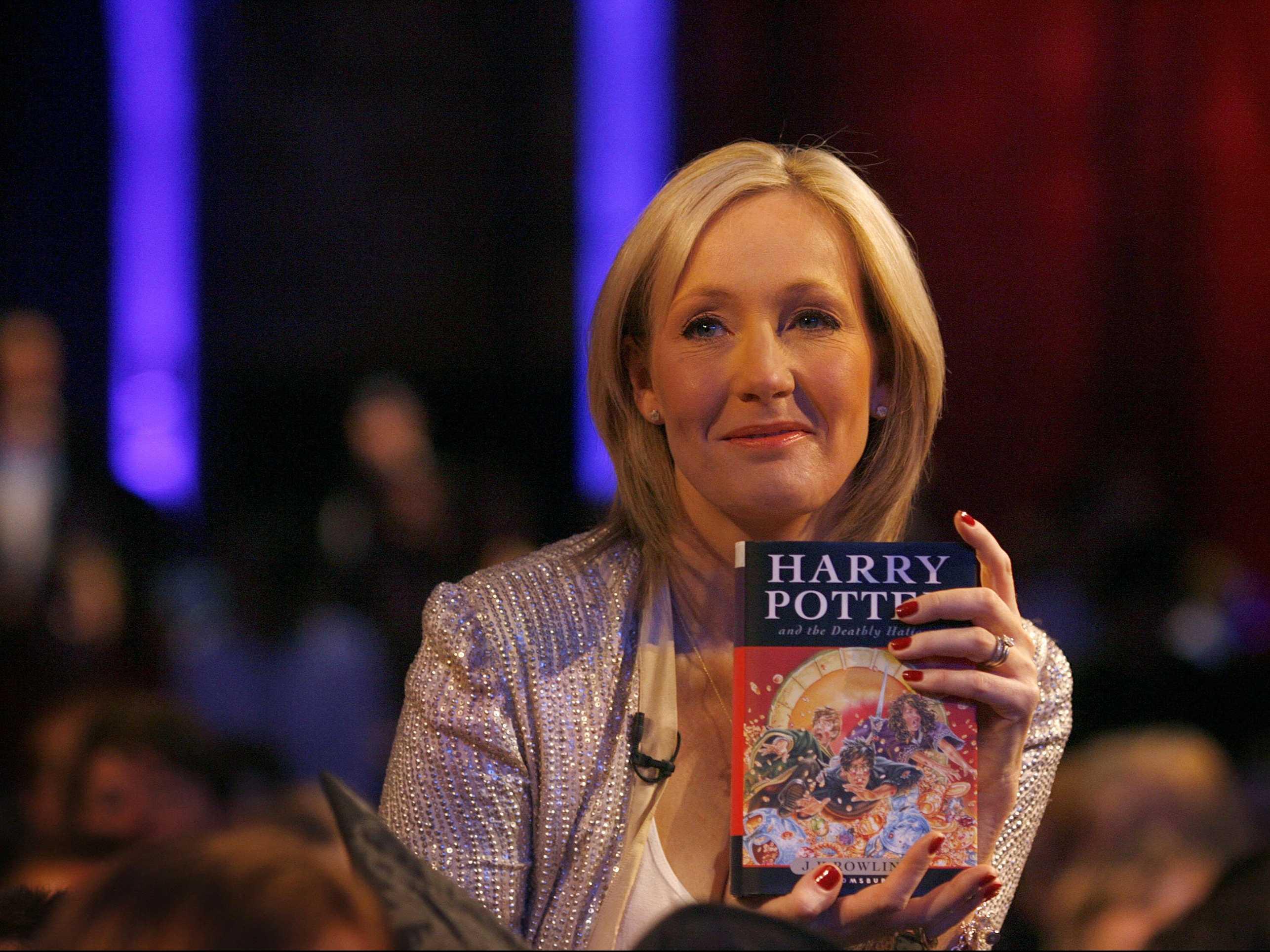 J.K. Rowling pode ganhar cinebiografia em Hollywood