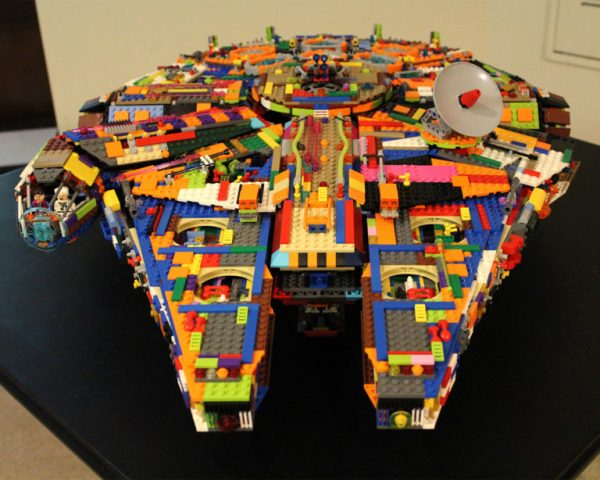 millennium-falcon-em-lego