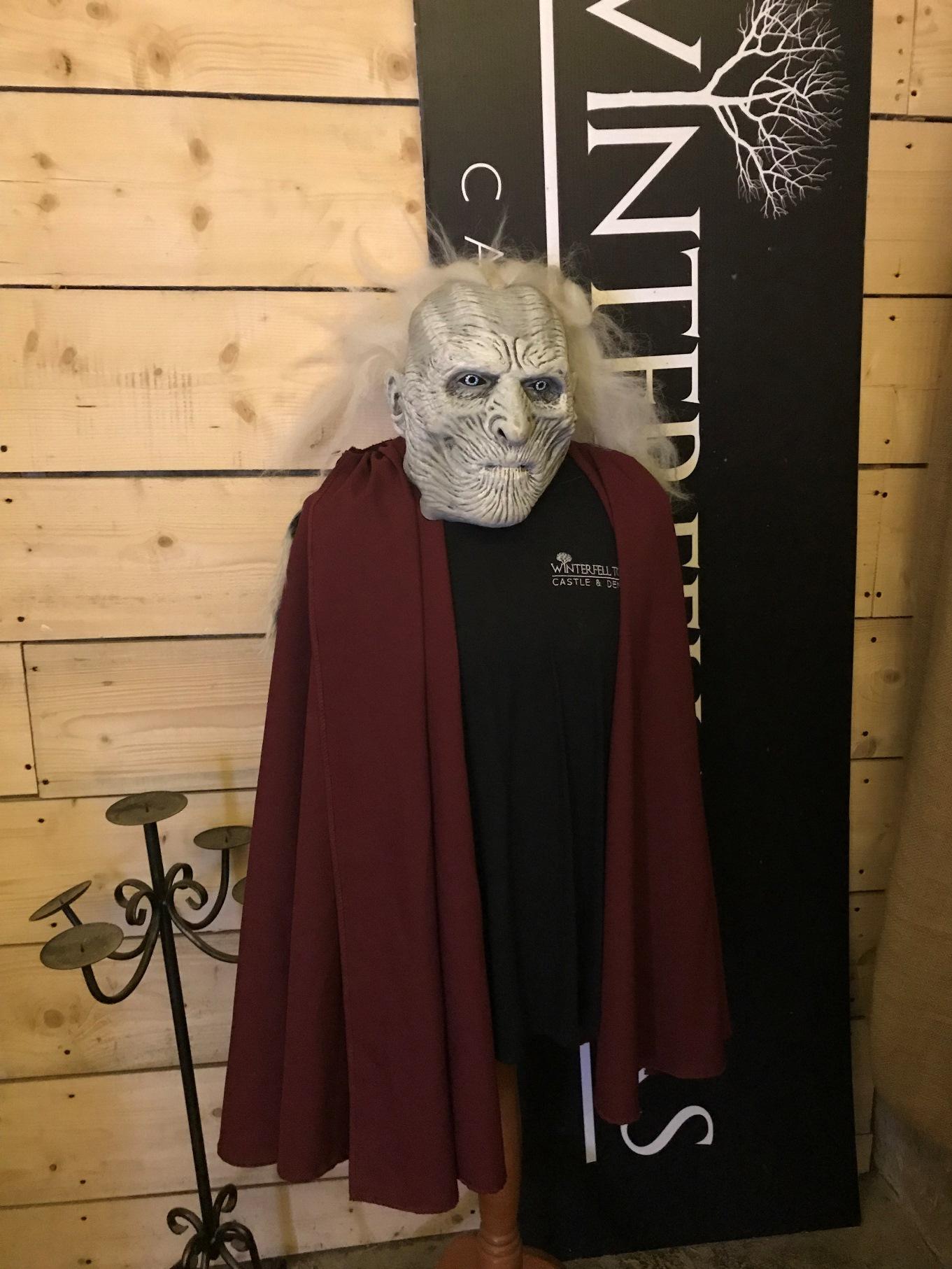 Garota Nerd vira Stark por um dia em Winterfell e tem aula de arco e flecha na Irlanda do Norte